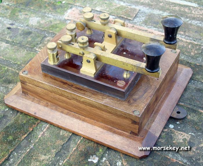 Underwater telegraph key